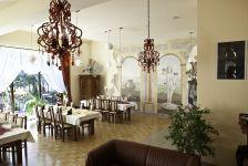 http://hotelprzyrondzie.pl/img/2_2_d3ed6_big.jpg